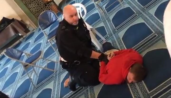 Появилось видео нападения в вооруженного нападения в мечети Лондона