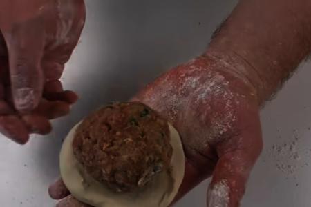 Вкуснее беляшей и чебуреков! лепешки с начинкой: фото шаг 5