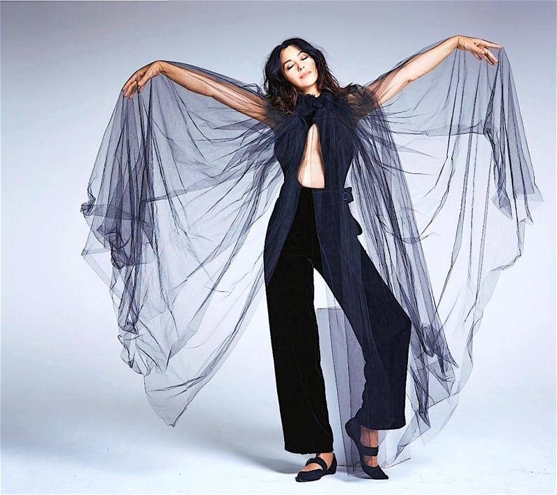 А вот и совершенно свежая осенняя фотосессия Моники для журнала Grazia.