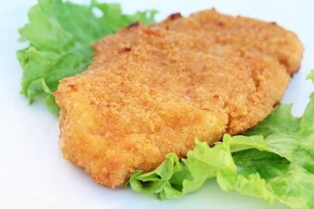 Фото к рецепту: Стейки куриные в сырной панировке
