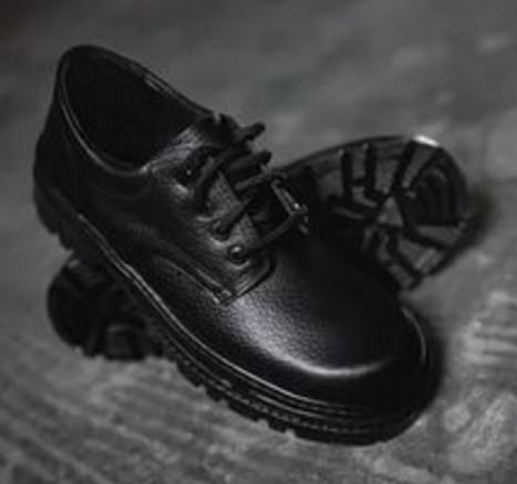 Решил я подарить бедному мальчику свои старые ботинки и 50 рублей…