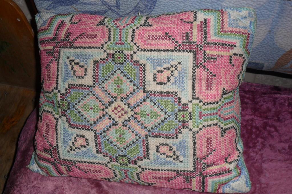 Подушка с геометрическим