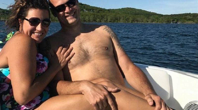 Эта влюбленная пара просто сделала фото на отдыхе. Никто и не подозревал, что оно взорвет Интернет