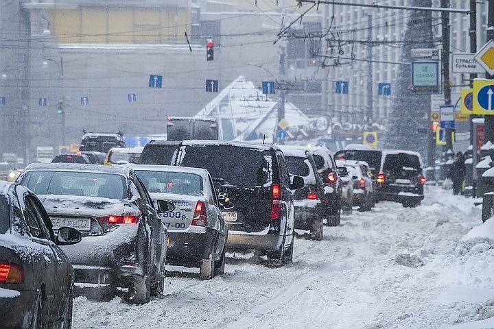 Московских водителей предупредили о вечерних пробках