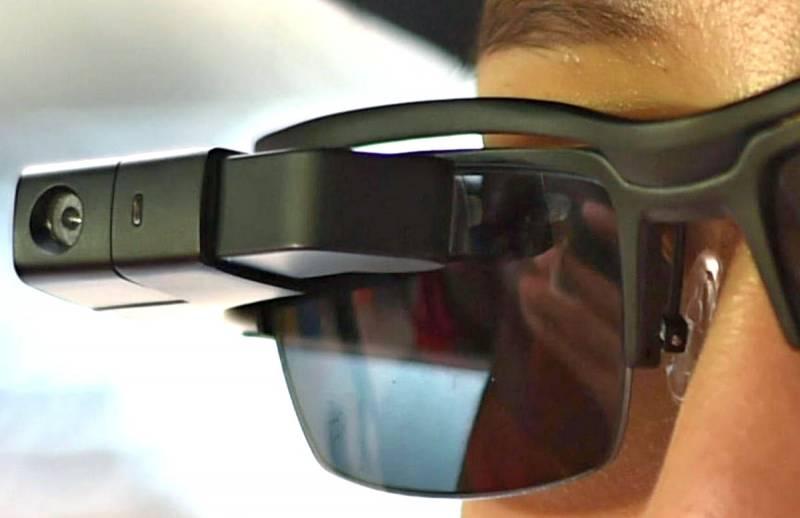 Российские полицейские получат очки с распознаванием лиц