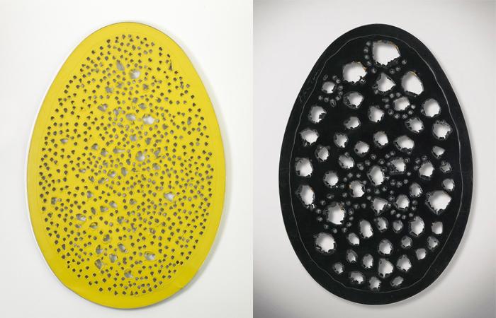 Лучо Фонтана «Пространственная концепция. Конец Бога» (желтая 1964 г. и черная версия 1963 года) / Фото: christies.com
