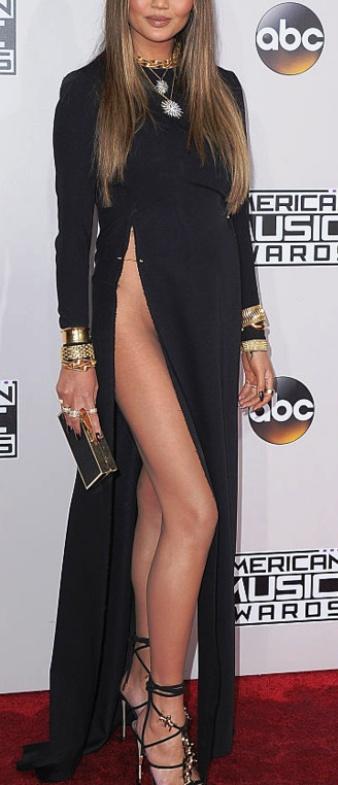Самое скандальное платье 2016 года! Просто нет слов