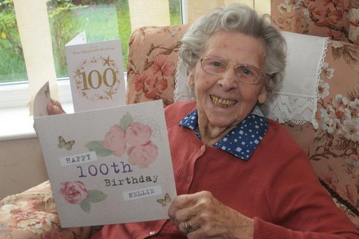 Отпраздновать 100 лет с 40 случайными гостями: чем опасно долгожительство
