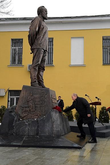 В Москве открыт памятник Але…