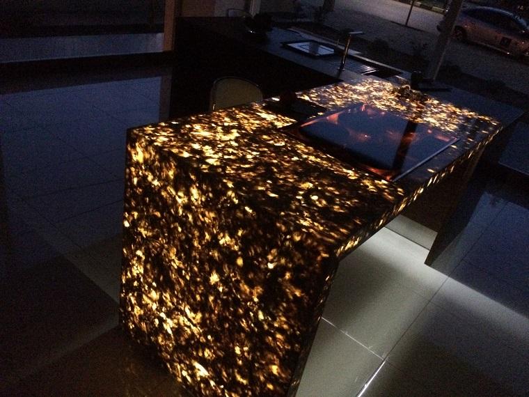 Камень с подсветкой
