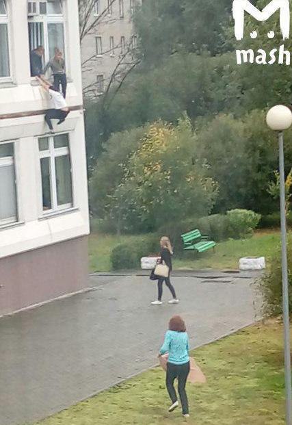 Московская школа расстреляна учеником