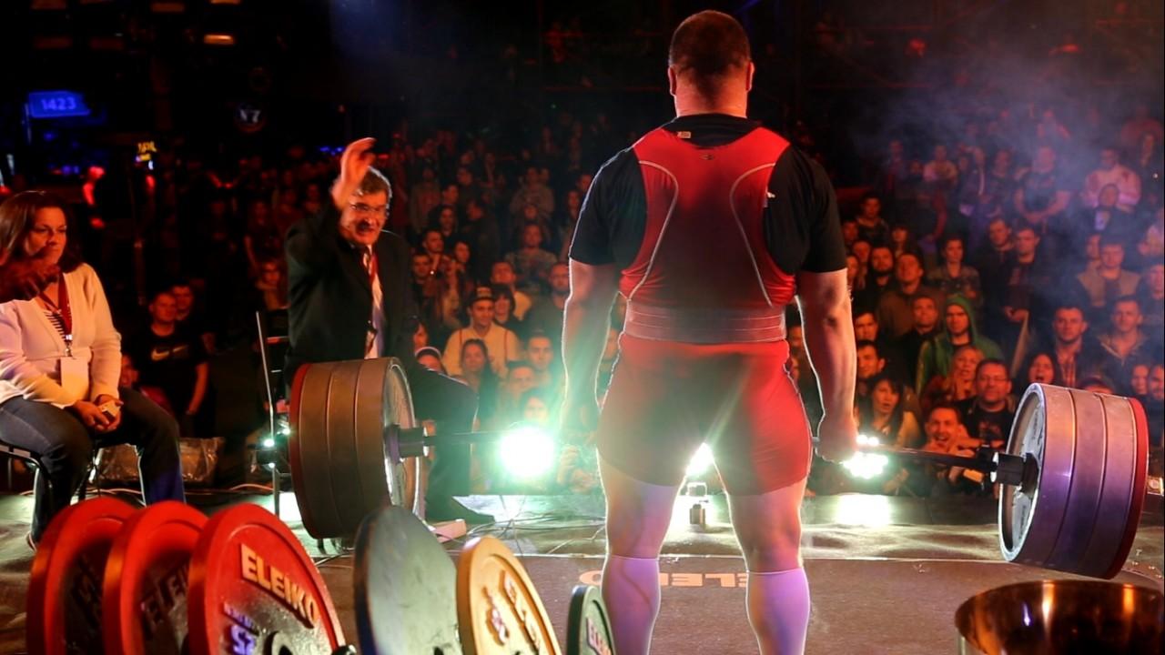 Мировой рекорд россиянин поднял штангу весом в 440 килограммов