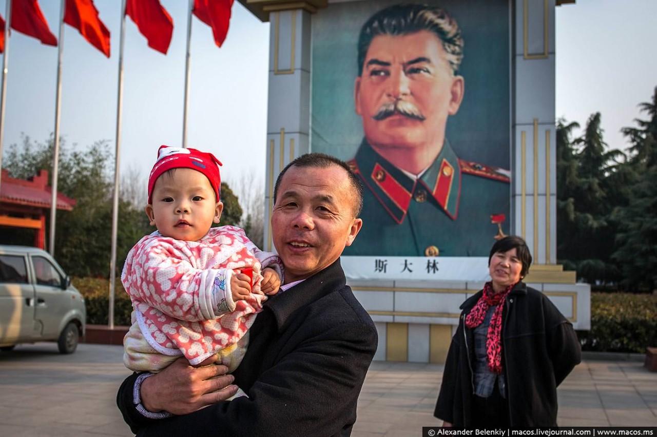 Думали, что китайцы как хохлы побегут сносить памятники Сталину и ленину