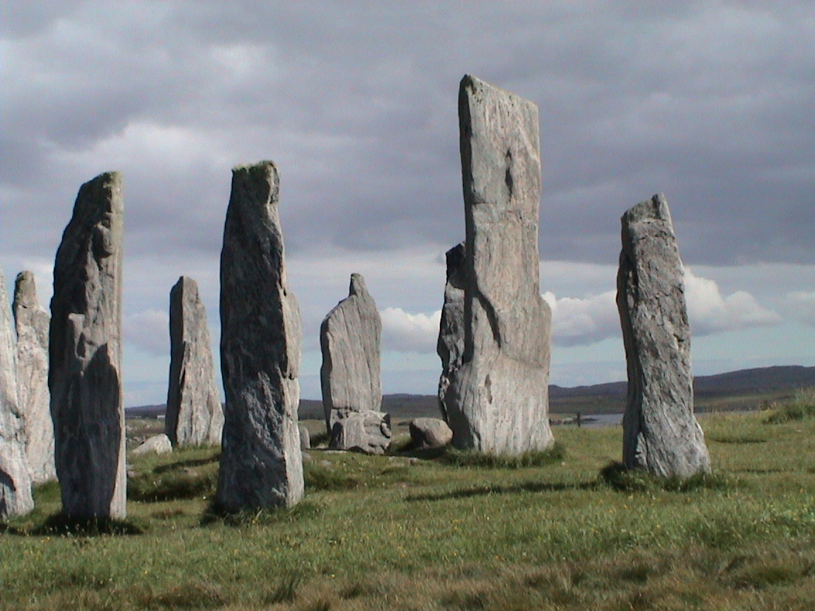 https://upload.wikimedia.org/wikipedia/commons/c/cc/Callanish.jpg