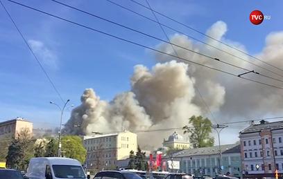 В центре Москвы горит здание на площади 3 тысячи квадратных метров