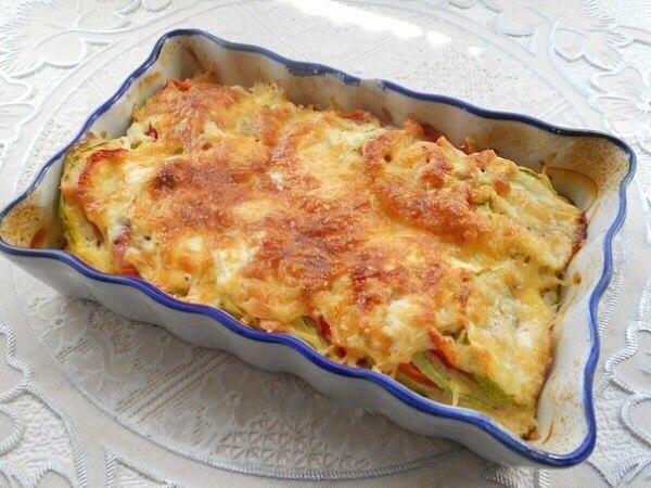 Я режу кружочками кабачки и помидоры, добавляю яйцо… А спустя 30 минут угощаю родных запеканкой!