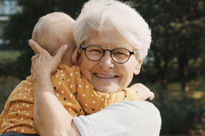 5 советов бабушек, которые ненужно слушать молодым родителям