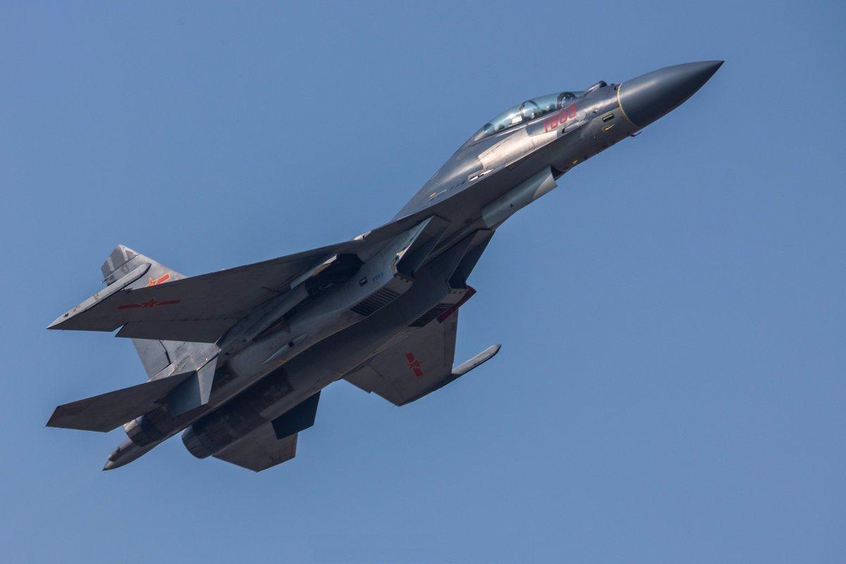 Китай применил стелс-покрытие на истребителе J-16