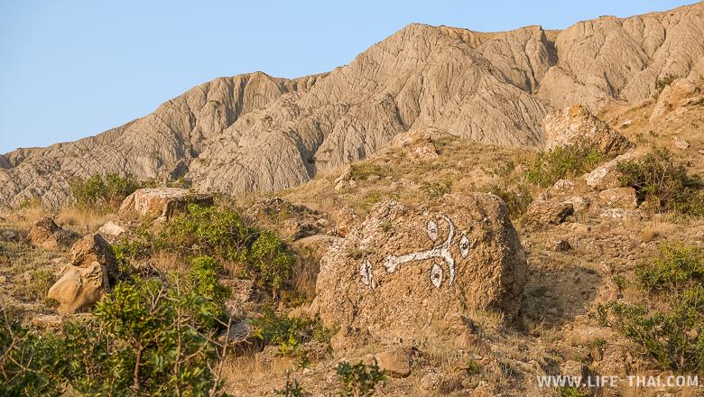 Каменная голова на Меганоме, Крым