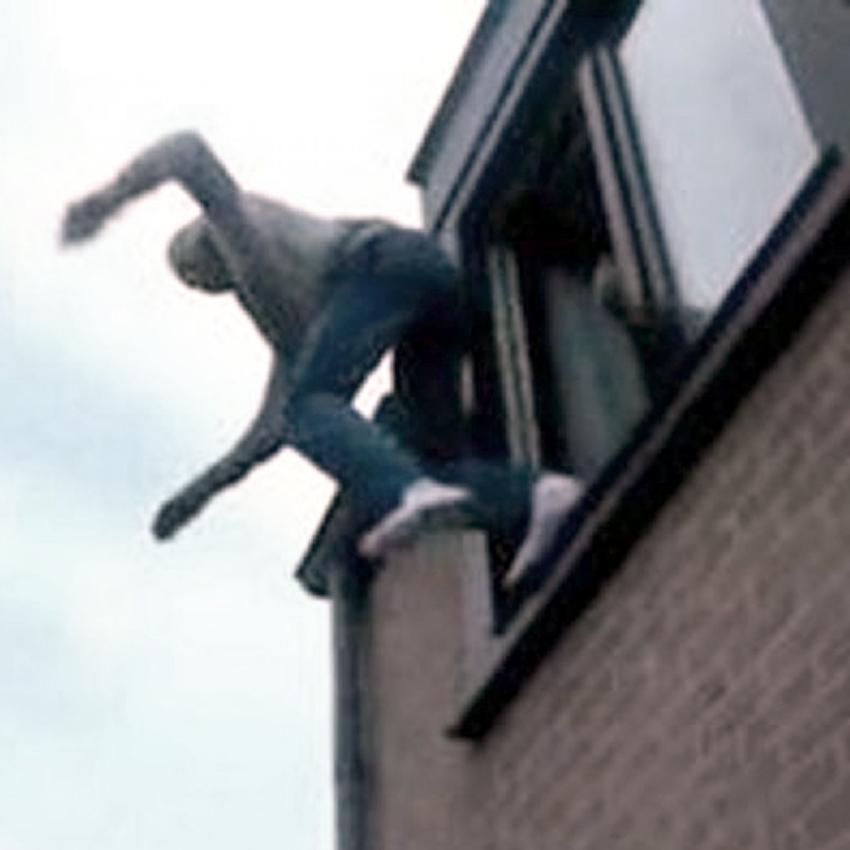 Школьник испугался видеоигры и выпрыгнул из окна
