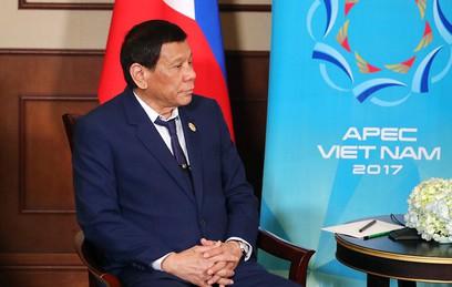 """Президент Филиппин Родриго Дутерте спел """"по требованию"""" Трампа"""
