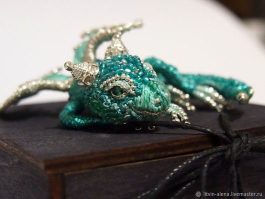Brooches handmade. Livemaster - handmade. Buy Brooch dragon 'Smaragd'. Brooch beads. Emerald Dragon.Dragon, a beaded brooch