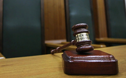 Избившая женщину и ребенка собачница из Петербурга получила год колонии