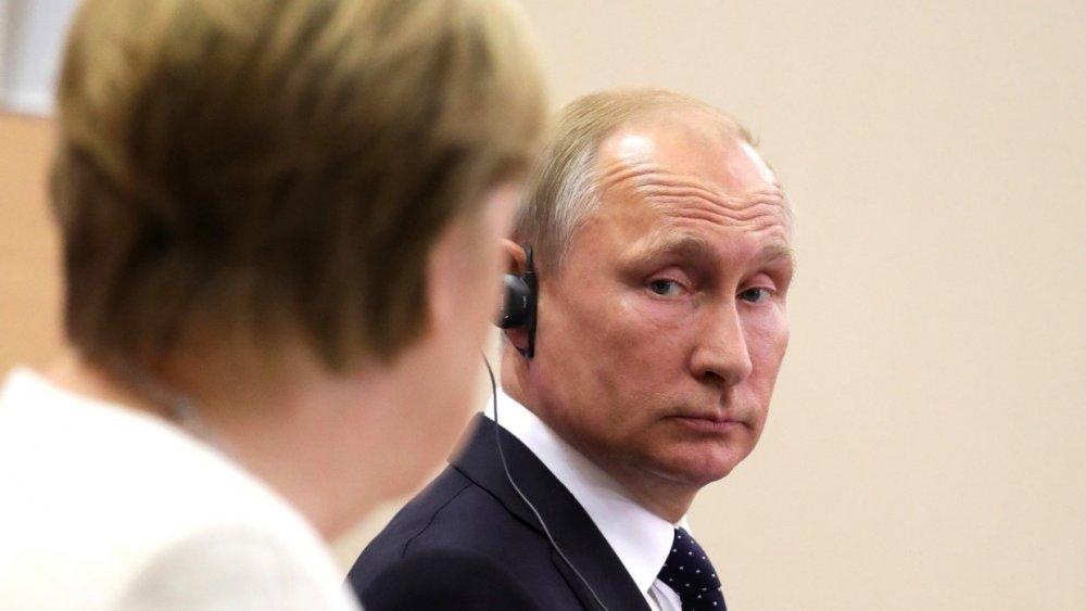 Европа оказалась в некрасивой ситуации из-за переговоров Путина и Меркель