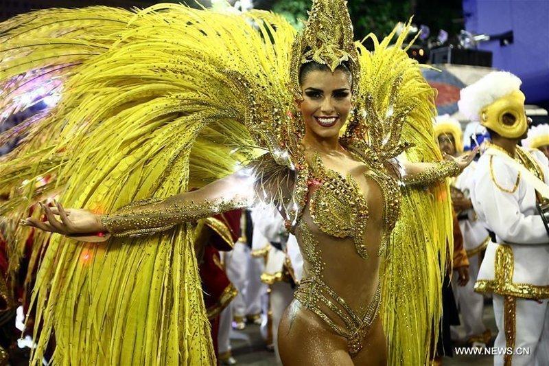 Голые танцы: как в Рио-де-Жа…