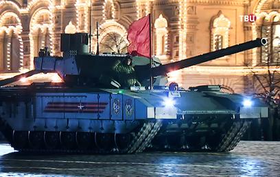 В ночной репетиции Парада Победы принимают участие более 12 тысяч военных