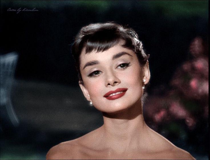 """""""Я родилась с невероятным желанием любви и страстной потребностью дарить её"""" © Одри Хепберн"""