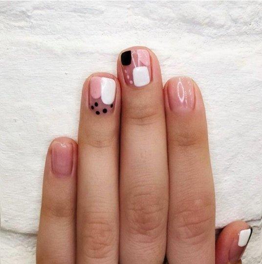 минималистичный маникюр на коротких ногтях