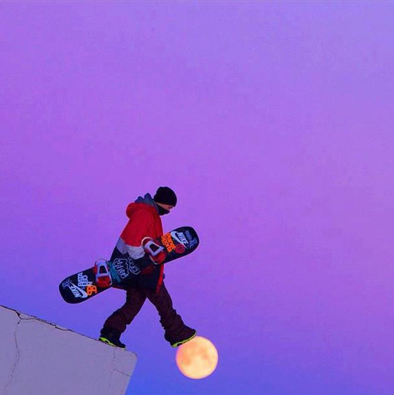 snowboarder-walking-on-moon-perfect-timing