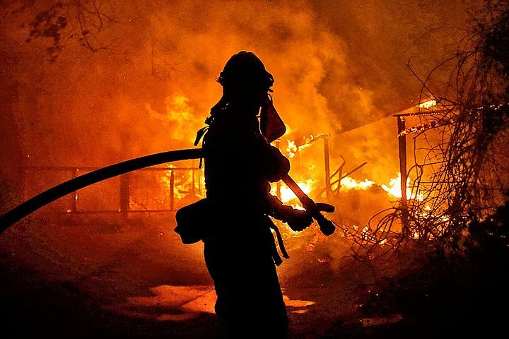 Пожары в Калифорнии: пламя не щадит даже звезд Голливуда