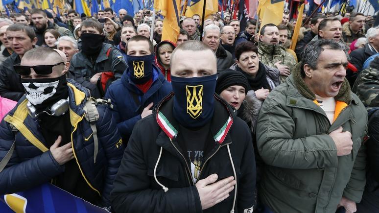 Вести: киевские радикалы кулаками учат рестораны говорить по-украински