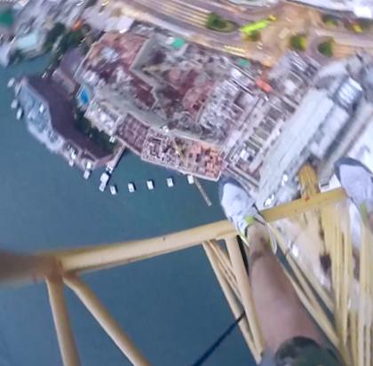 Русские экстремалы взорвали интернет новым шокирующим роликом покорения 256 метрового небоскреба в Гонконге