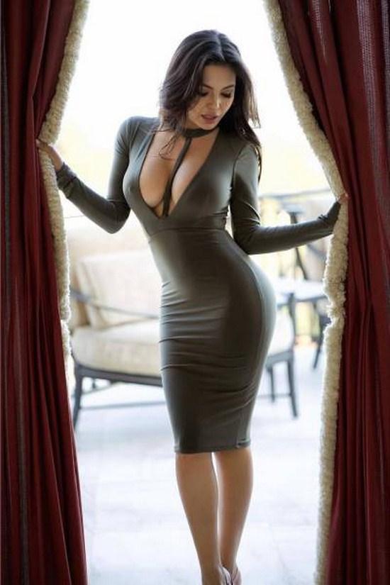 Симпатичные девушки в платьях