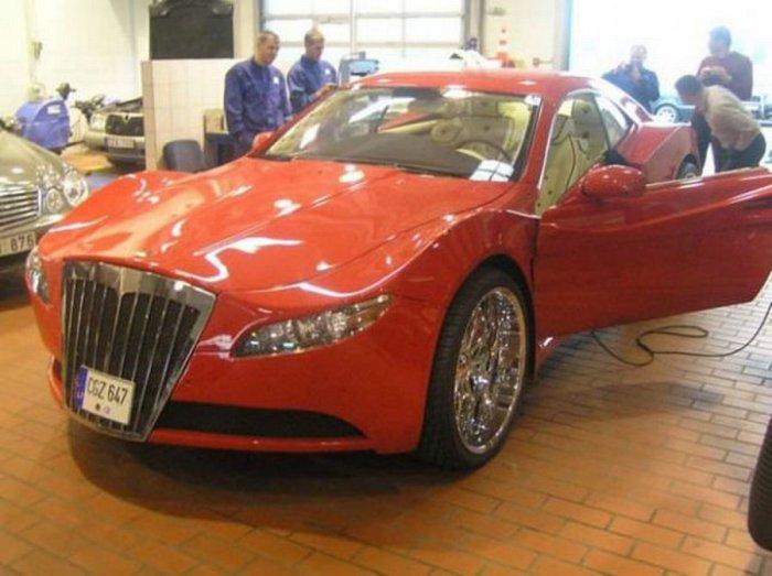 Автомобиль покрасили красной краской...