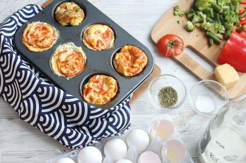 Омлетные маффины с сыром. Завтрак на 8 марта 8 марта, видео рецепт, еда, завтрак, маффины, омлет, яичница