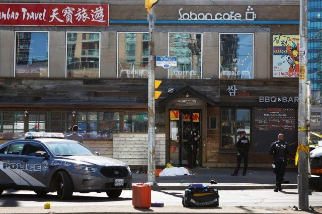 Полиция выяснила личность наехавшего на пешеходов в Торонто водителя – СМИ