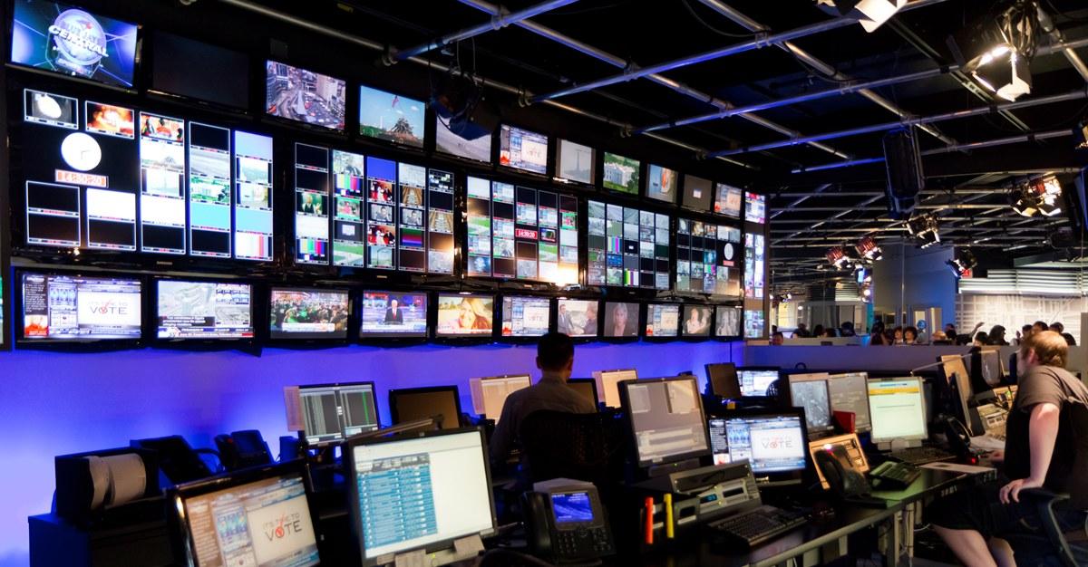 Дмитрий Медведев поручил создать телеканал для молодежи