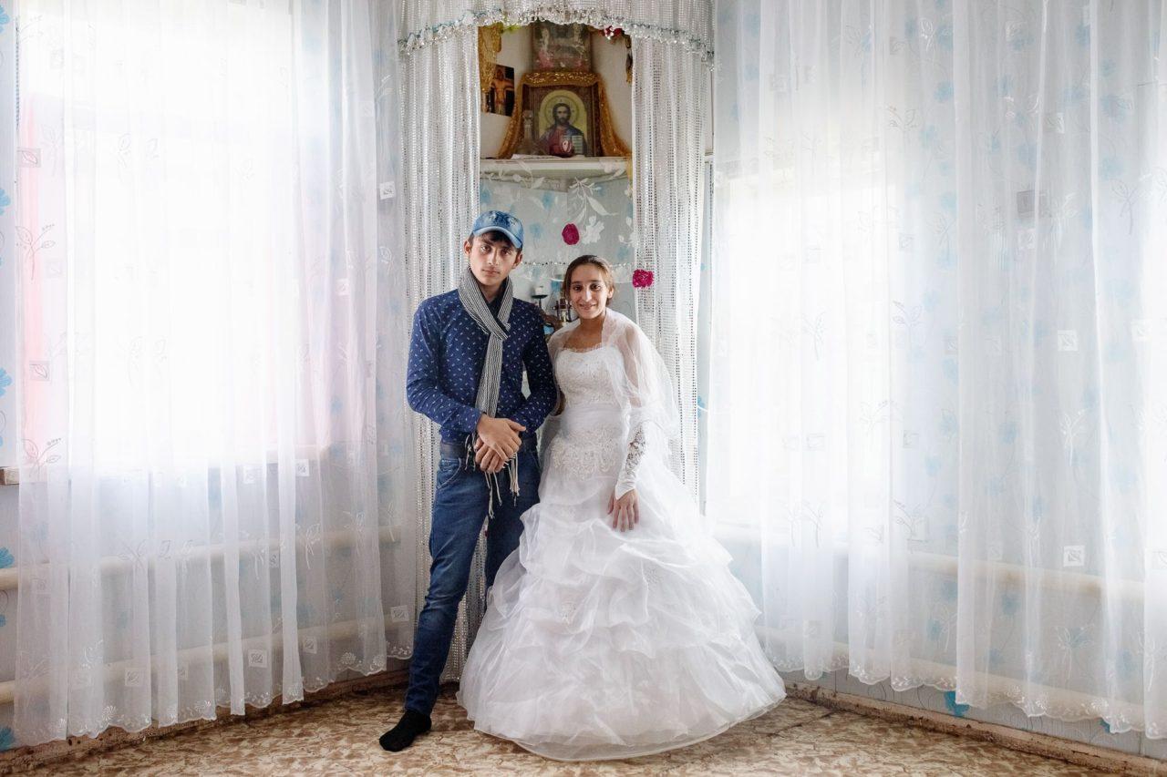Сестра и невеста совращает брата