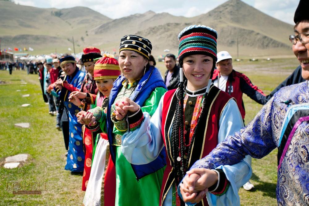 Обрядовый круговой танец Ехор вокруг горы Ехе Ерд