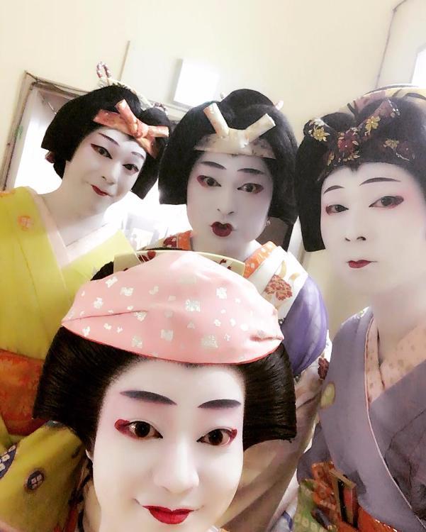Закулисное селфи актеров кабуки.