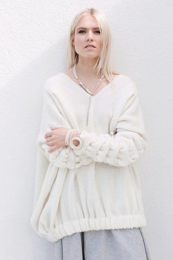 Очарование белого. Подборка весенних свитеров в белом цвете