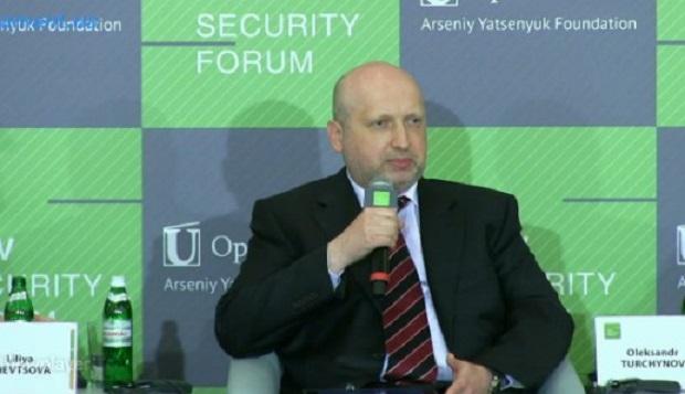 Турчинов обвинил Францию и Германию в сотрудничестве с Россией