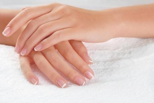Как и чем отбелить ногти в домашних условиях
