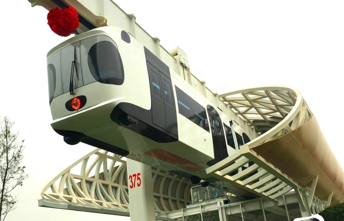 """Sky Train – самый няшный поезд-""""панда"""" в мире, который работает на батарейках"""