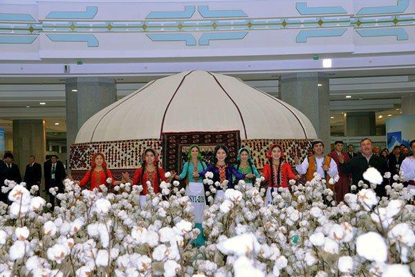 «План поплану»: вТуркмении собрано более 1 млн тонн хлопка