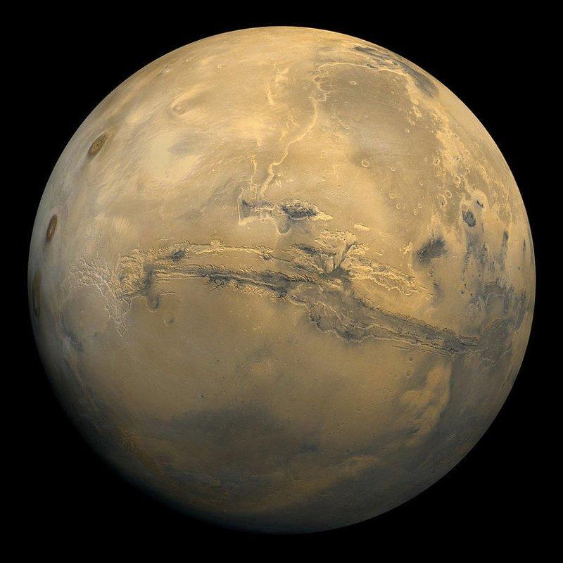 Получены первые цветные фотографии поверхности Марса